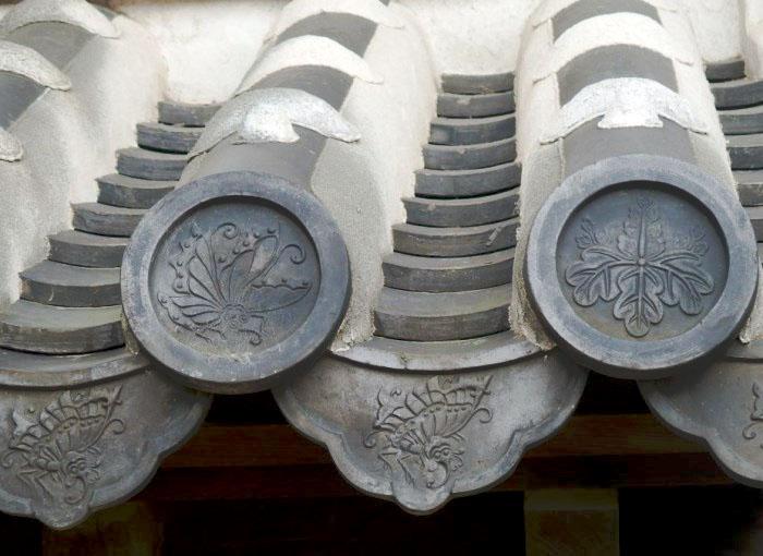 池田家の家紋が入っている瓦です