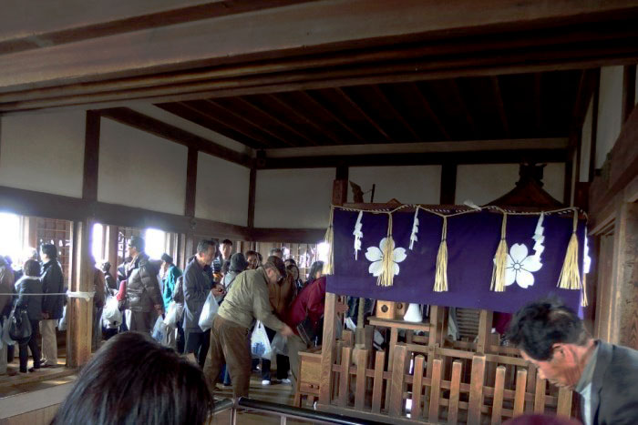 姫路城の天守の最上階にある神社を参拝しました