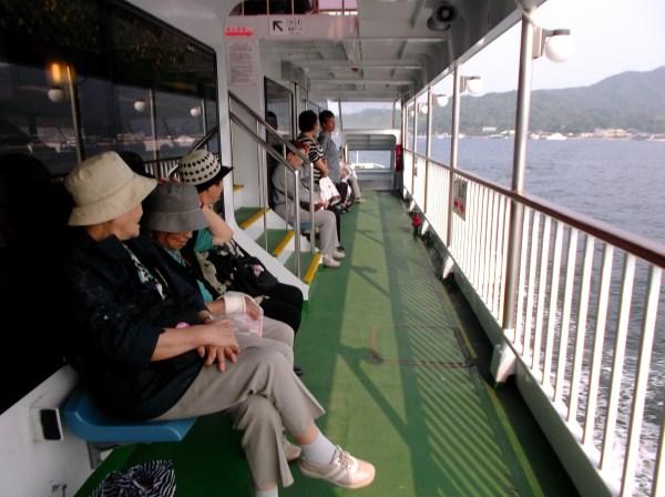 ファリーに乗って宮島へ