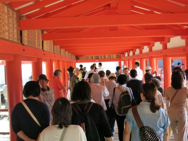厳島神社は末広がりの八にちなんでいる造りです