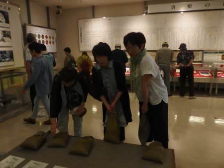 造幣局 展示室での重さ体験